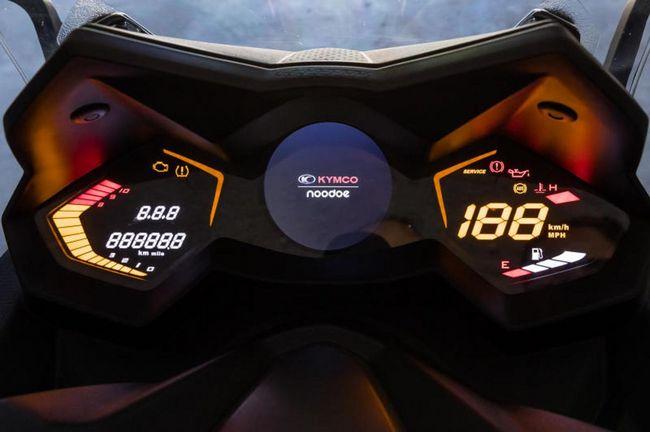 Der Ak 550i Ist Der Erste Vernetzte Roller