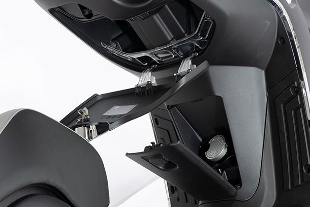 Motorroller 125ccm - Kymco Like II S 125i CBS   Handschuhfach mit USB-Anschluss